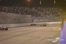 Rodolfo Lavin in the wall in turn 4