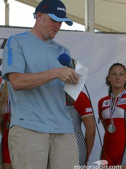 Paul Tracy announces the winner
