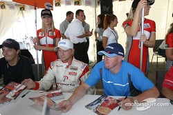 Autograph session: Ryan Dalziel and Paul Tracy