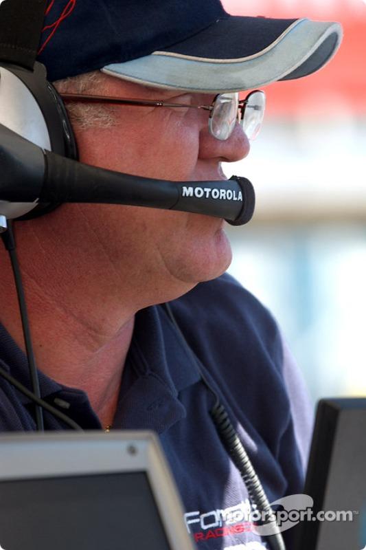 Neil Micklewright discute avec Paul sur un tour rapide