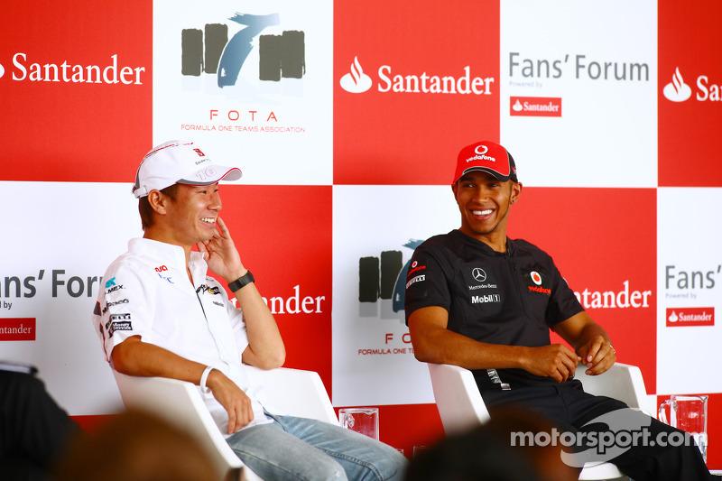 Kamui Kobayashi, Sauber F1 Team y Lewis Hamilton, McLaren Mercedes