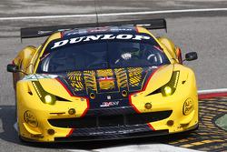 #66 JMW Motorsport Ferrari 458 Italia: James Walker, Rob Bell