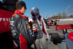 Temporary pole winner Stefan Wilson, Andretti Autosport celebrates with brother Justin Wilson