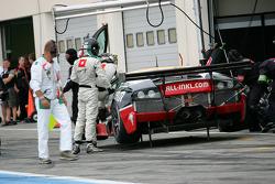 Pit stop for #37 All-Inkl.com Munnich Motorsport Lamborghini Murcielago 670 R-SV: Nicky Pastorelli, Dominik Schwager