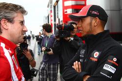 Director técnico Pat Fry Ferrari con Lewis Hamilton, McLaren Mercedes