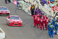 Juan Pablo Montoya, Earnhardt Ganassi Racing Chevrolet heads to track
