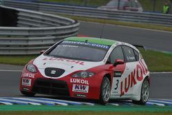Gabriele Tarquini, Seat Leon 2.0 TDI, Lukoil - Sunred
