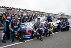 Jimmie Johnson, Hendrick Motorsports Chevrolet with his team