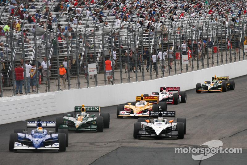 Oriol Servia, Newman/Haas Racing leads the field