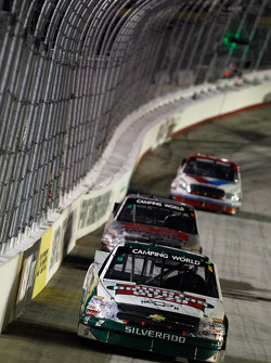 Kevin Harvick leads a pack of cars