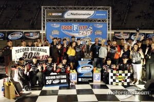 Victorye lane: race winner Kyle Busch celebrates
