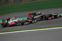Lewis Hamilton, McLaren Mercedes and Vitaly Petrov, Lotus Renault GP
