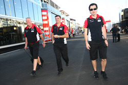 John Booth, Marussia Virgin Racing Direktör ve Graeme Lowden, Virgin Racing Direktör, racing ve Marc Hynes