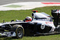 Rubens Barrichello, AT&T Williams continues after a crash caused by Vitantonio Liuzzi, HRT F1 Team
