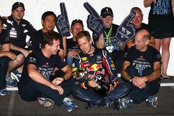 Sebastian Vettel, Red Bull Racing new world champion celebrates with the team, Christian Horner, Red Bull Racing, Sporting Director, Adrian Newey, Red Bull Racing, Technical Operations Director, Norbert Vettel