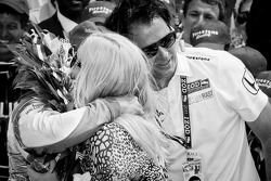2011 Indy 500 race winner Dan Wheldon, Bryan Herta Autosport with Curb / Agajanian celebrates with his wife Susie and Bryan Herta