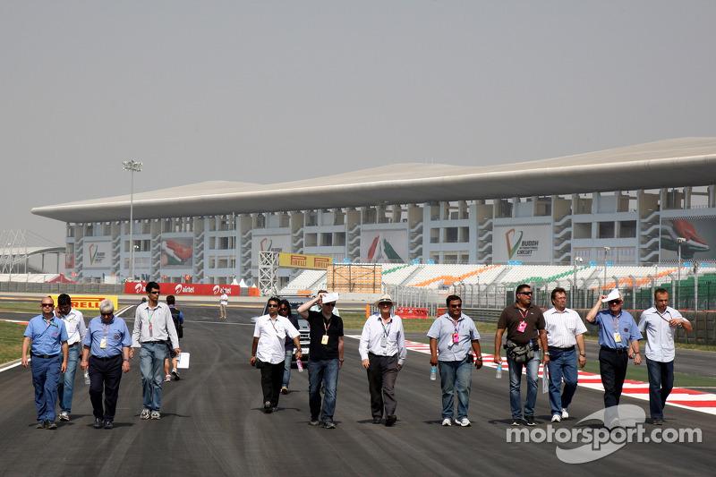 Herbie Blash, FIA Observer, Charlie Whiting, FIA Safety delegate, Race director & offical starter walks the track