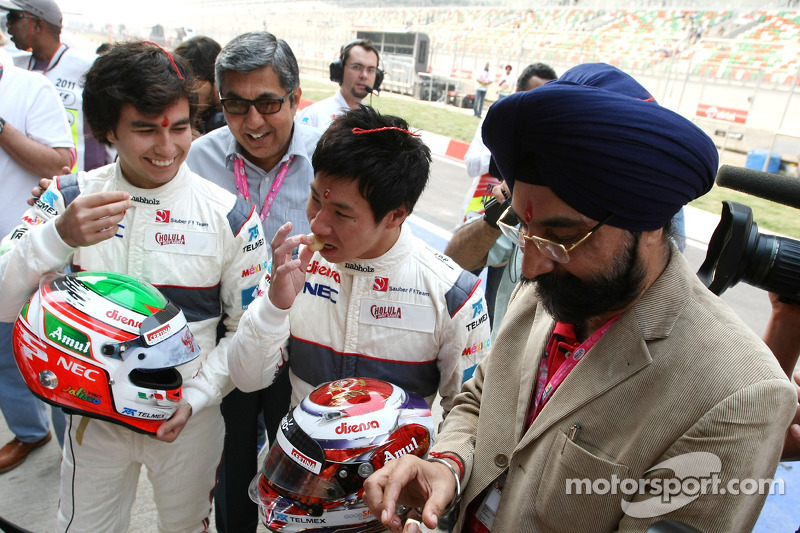 Sergio Perez, Sauber F1 Team and Kamui Kobayashi, Sauber F1 Team Sauber F1 Team Indian blessing cere