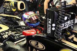 Виталий Петров, Lotus Renault GP