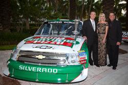 NASCAR Camping World Truck Series owner champion Kevin Harvick, Kevin Harvick Inc. Chevrolet, Delana Harvick and Ron Hornaday