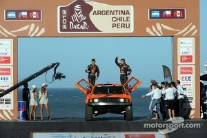 #303 Hummer: Robby Gordon and Johnny Campbell