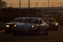 #32 Orbit/GMG  Porsche GT3: Nicolas Armindo, Bret Curtis, Shane Lewis, James Sofronas, Lance Willsey