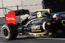 Kimi Raikkonen, Lotus Renault F1 Team rear wing