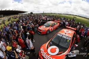 A huge crowd surrounds the cars of Craig Lowndes and Jamie Whincup