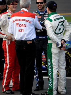 Trevor Bayne, Wood Brothers Racing Ford, Jimmie Johnson, Hendrick Motorsports Chevrolet, Ricky Stenhouse Jr., Roush Fenway Racing Ford with Glen Wood