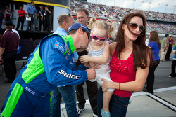 Casey Mears, Germain Racing Ford with daugther and Samantha Sarcinella, wife of Kyle Busch, Joe Gibbs Racing Toyota