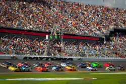 Marcos Ambrose, Richard Petty Motorsports Ford and Denny Hamlin, Joe Gibbs Racing Toyota battle for the lead