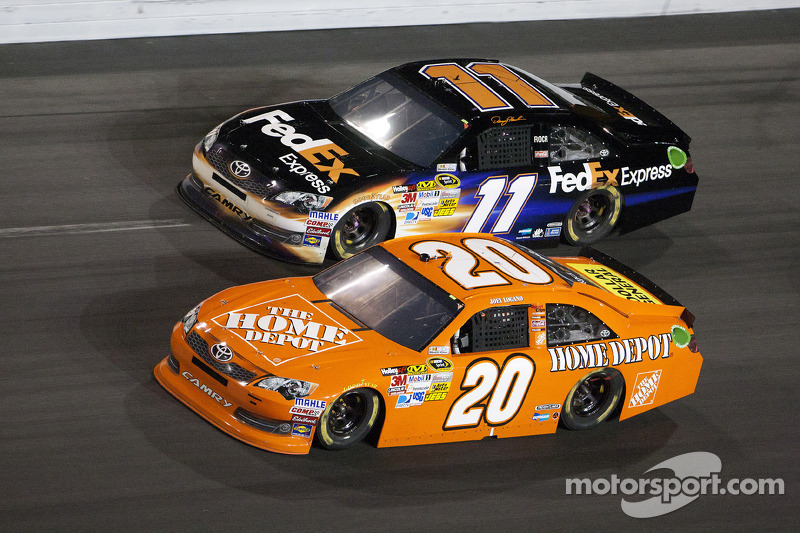 Joey Logano, Joe Gibbs Racing Toyota en Denny Hamlin, Joe Gibbs Racing Toyota