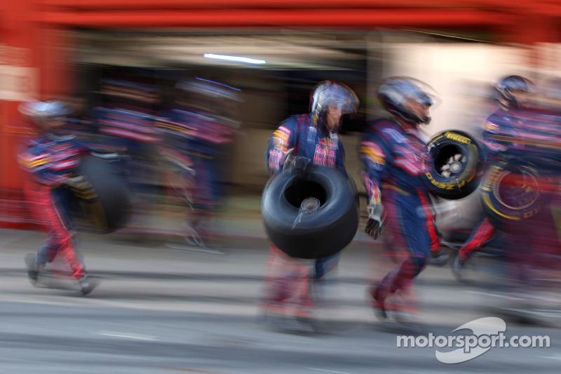 Scuderia Toro Rosso mecaniciens
