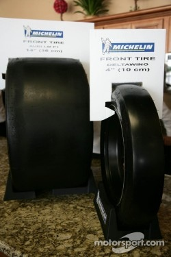 The various tires sizes for the DeltaWing Nissan