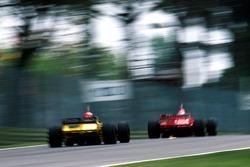 Джанкарло Физикелла, Benetton B198, и Эдди Ирвайн, Ferrari F310BG