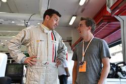 F1 deneyimi aracı yolcusu Will Buxton, NBC TV Sunucusu ve Frankie Muniz, Aktör