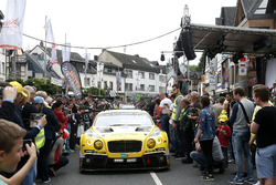 #38 Bentley Team Abt, Bentley Continental GT3: Christer Jöns, Christian Mamerow, Jordan Lee Pepper, Christopher Brück
