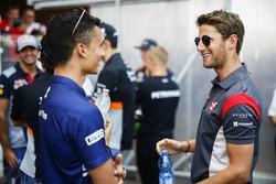 Pascal Wehrlein, Sauber, Romain Grosjean, Haas F1 Team