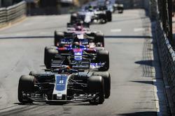 Romain Grosjean, Haas F1 Team VF-17, Daniil Kvyat, Scuderia Toro Rosso STR12, Sergio Perez, Sahara Force India F1 VJM10