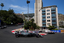 Sergio Perez, Sahara Force India F1 VJM10, Romain Grosjean, Haas F1 Team VF-17, Kevin Magnussen, Haas F1 Team VF-17