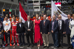 Jean Todt, FIA President, Chase Carey, Chief Executive Officer and Executive Chairman of the Formula One Group, Princess Charlene of Monaco, Charlene Wittstock (RSA), and HSH Prince Albert of Monaco, on the grid