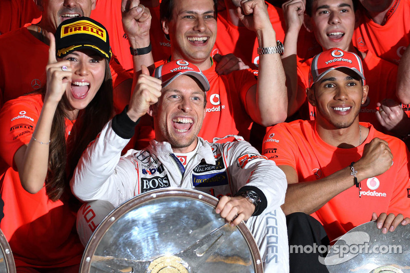 The McLaren team celebrate Jenson Button, McLaren Mercedes win with Jessica Michibata, McLaren Mercedes