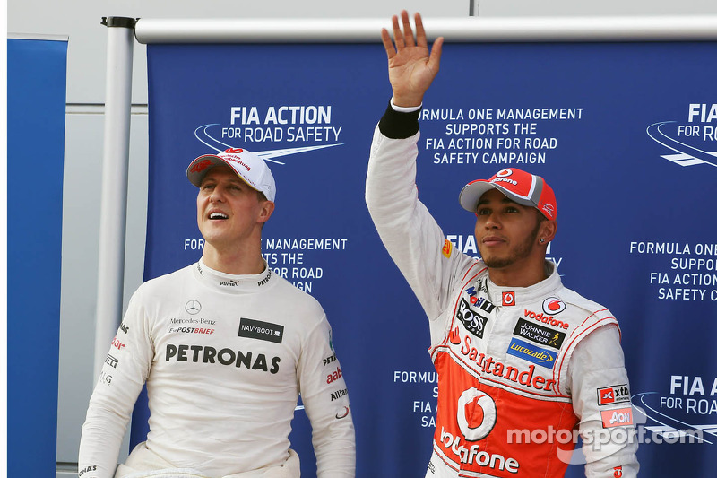 Michael Schumacher, Mercedes GP celebra su tercer puesto de la calificación en parc ferme con el ganador de la pole  Lewis Hamilton, McLaren Mercedes