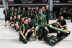 Vitaly Petrov, Caterham in a team photograph