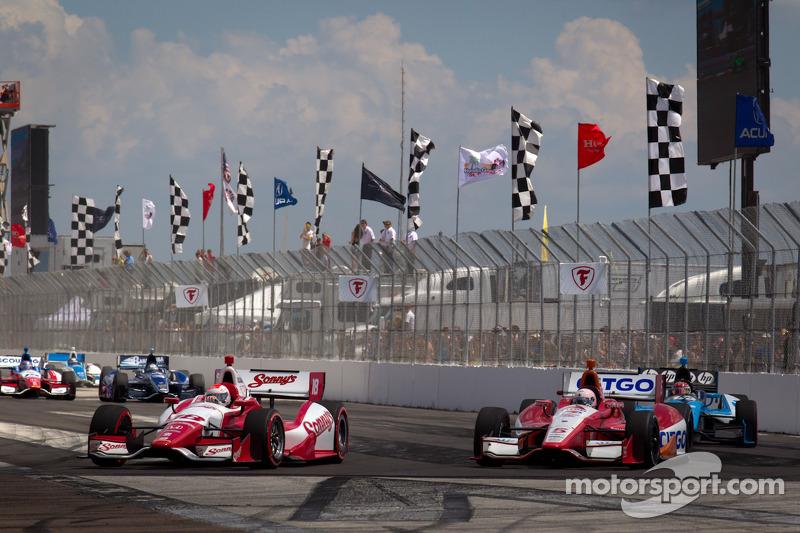 Justin Wilson, Dale Coyne Racing Honda en EJ Viso, KV Racing Technology Chevrolet