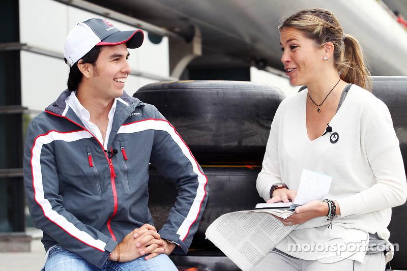 Sergio Perez, Sauber F1 Team con Nira Juanco de Antena 3