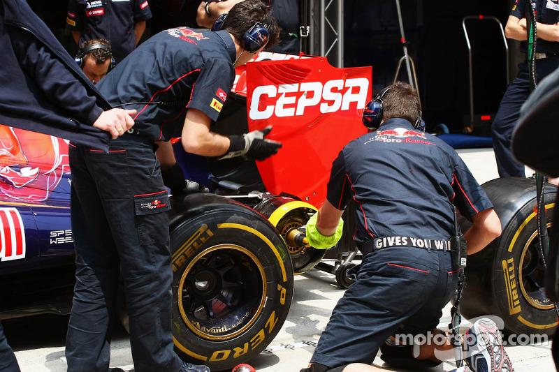 Scuderia Toro Rosso oefenen pitstops