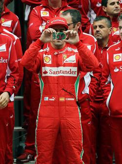 Fernando Alonso, Scuderia Ferrari at a team photograph