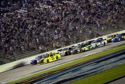 Restart: Paul Menard, Richard Childress Racing Chevrolet leads the field
