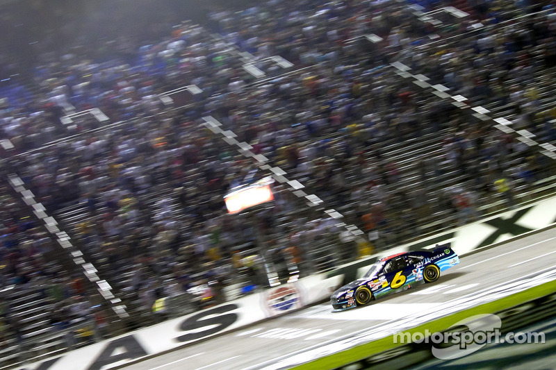 Ricky Stenhouse Jr., Roush Fenway Ford aan de finish